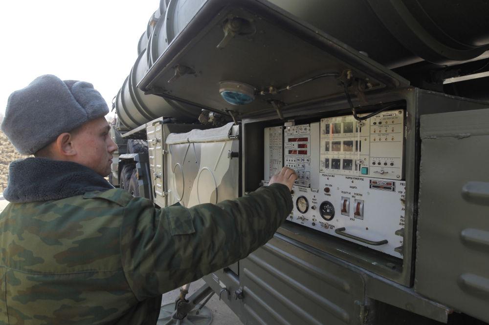 Le système de DCA S-400 Triumph en mission d'alerte