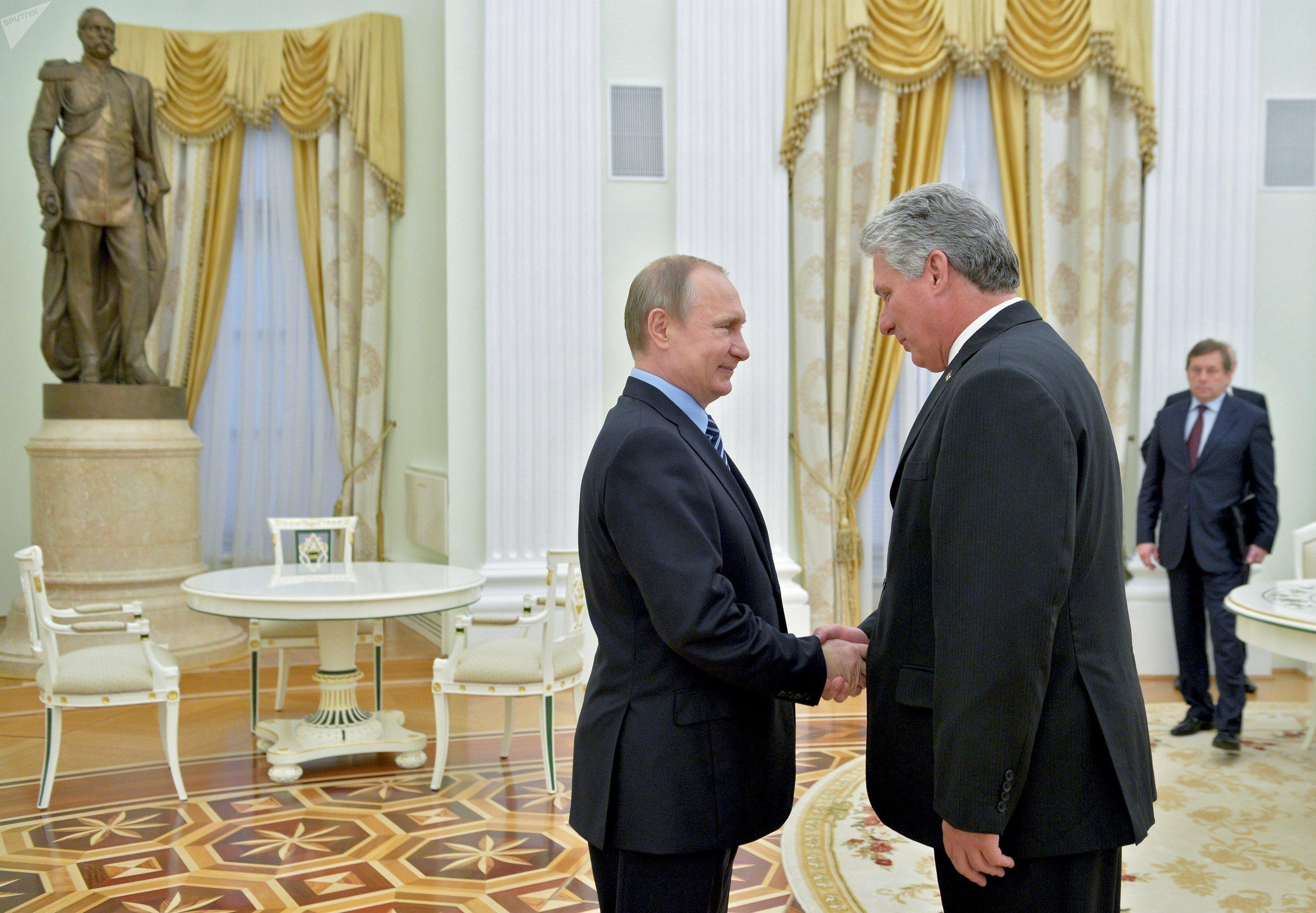 Vladimir Poutine et Miguel Díaz-Canel Bermúdez