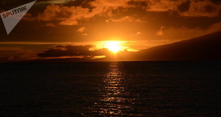 Sept survivants dans un canot en plein Pacifique — Disparition d'un bateau