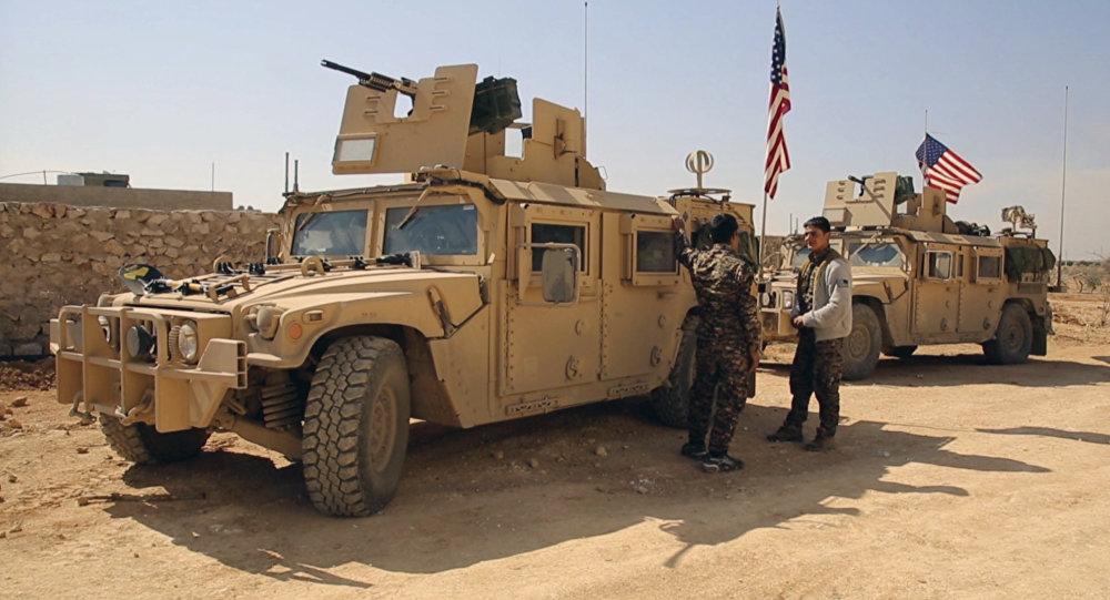Des véhicules US dans les alentours de la ville syrienne de Manbij