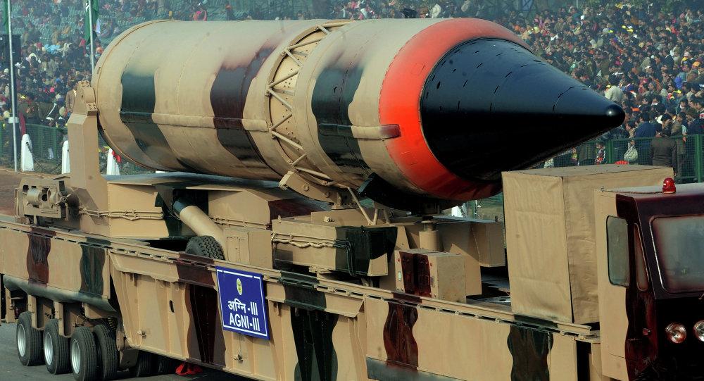Missile balistique à capacité nucléaire indien Agni III (image d'archives)