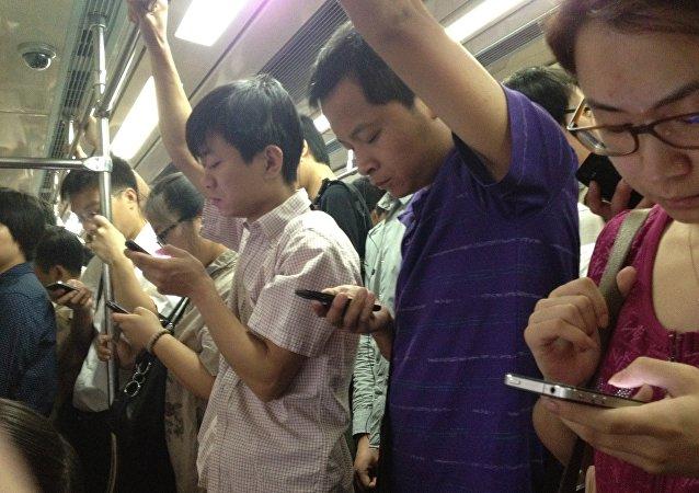 Des utilisateurs de smartphones chinois