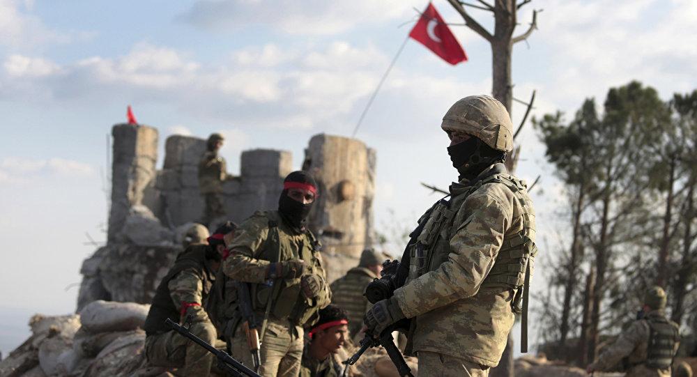 des troupes turques près d'Afrine
