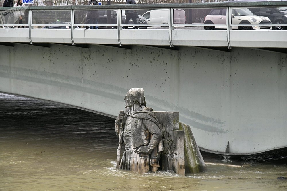 Le Zouave du pont de l'Alma à Paris pendant une crue de la Seine