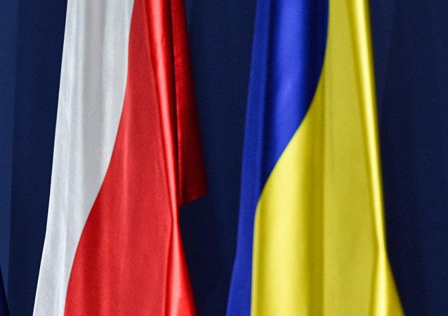 Drapeaux ukrainien et polonais