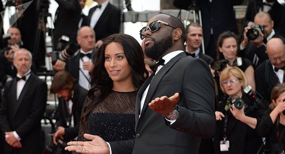 Le chanteur Maître Gims et sa femme