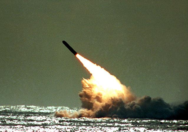 Tir d'un missile américain Trident II / image d'illustration