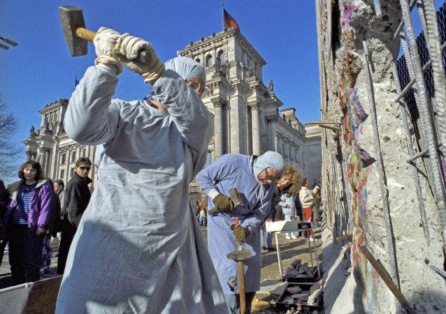Mur de Berlin, 1990