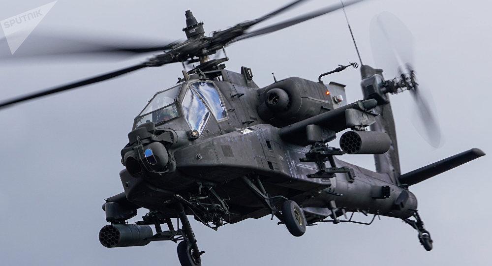 Un hélicoptère AH-64 Apache