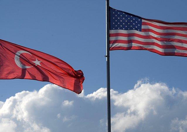 La Turquie poursuit son éloignement de l'Otan