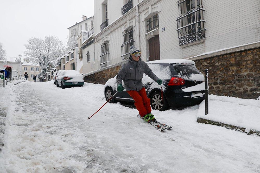Paris blanchie par la neige après la crue