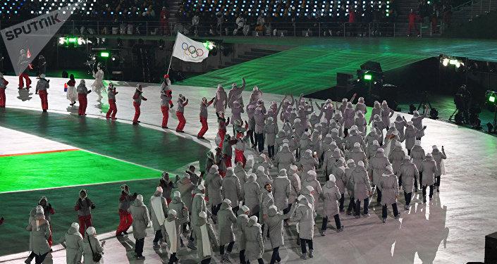 Les sportifs russes défilent à Pyeongchang sous la bannière olympique