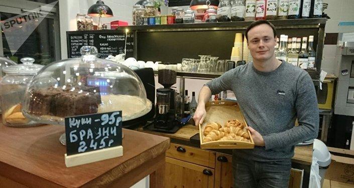 Antoine Galavatine, propriétaire du café Comme à Paris