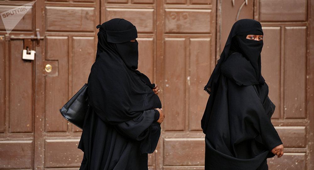 Arabie Saoudite : un mufti, conseiller du roi Salman, déclare que le voile «n'est fondé sur aucun texte religieux»