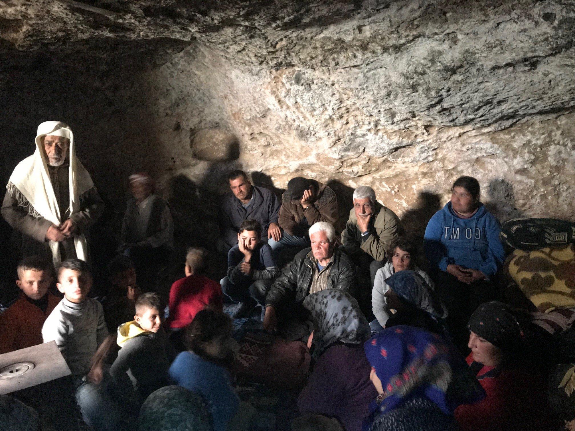 Les habitants de Jenderes ont trouvé asile dans une caverne