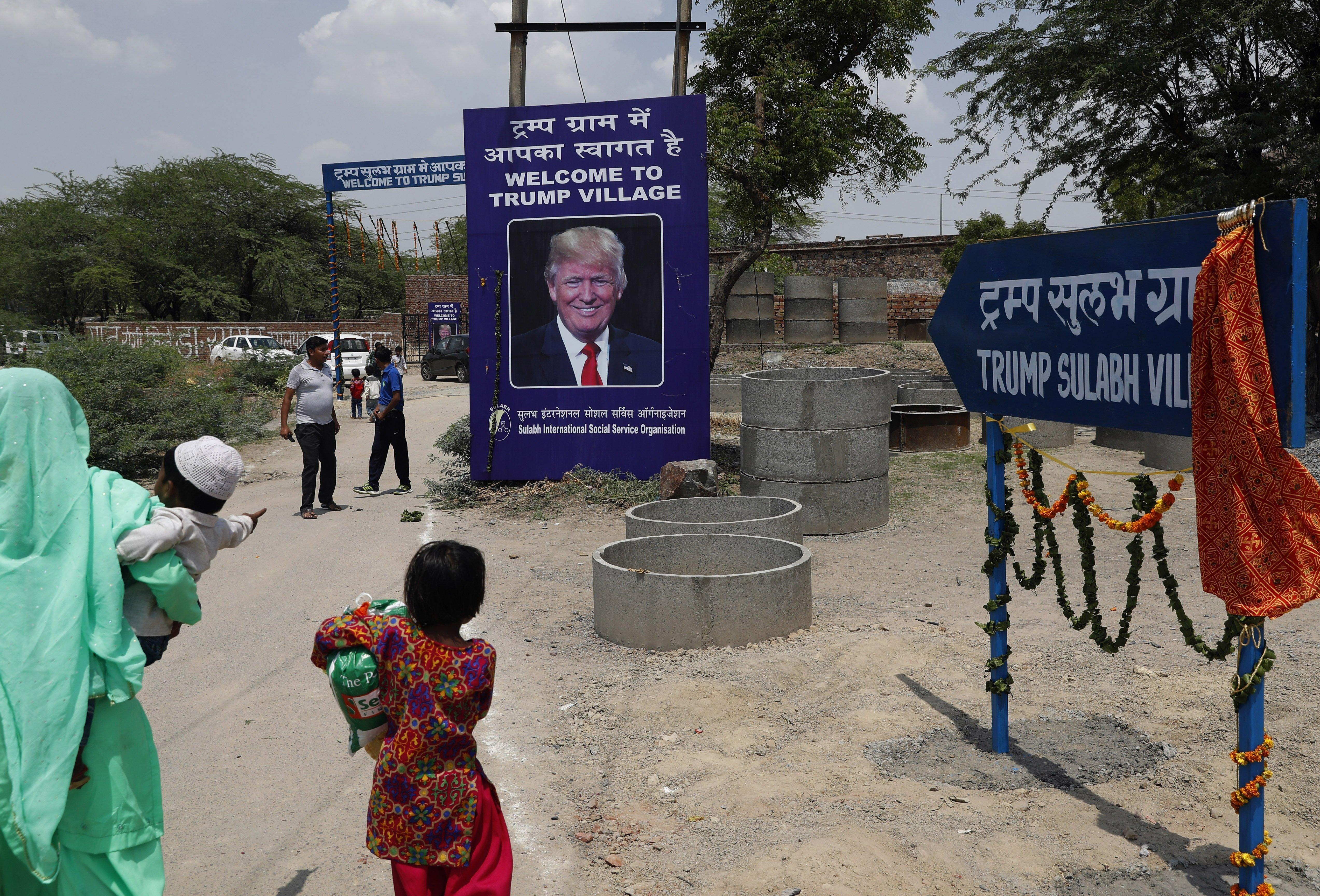 L'entrée du village indien baptisé en l'honneur du Président Donald Trump