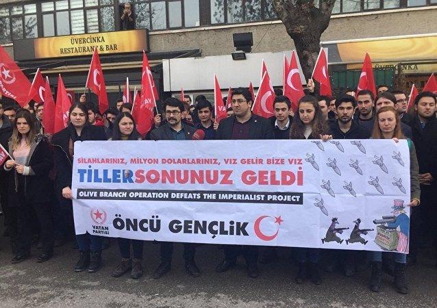 Une manifestation contre la visite de Rex Tillerson à Ankara