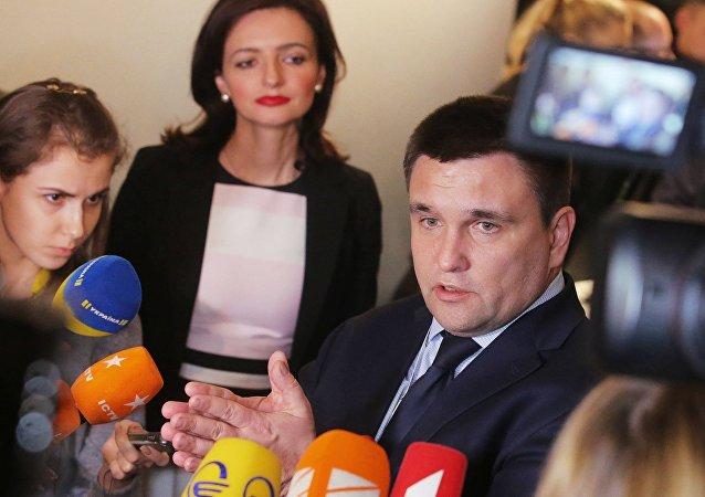 Pavel Klimkine répond aux journalistes en marge de la conférence de Munich sur la sécurité