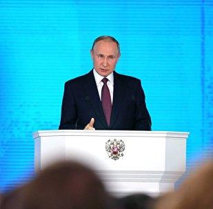 Vladimir Poutine intervient devant le parlement russe