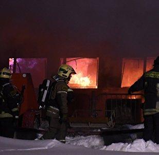 Un important incendie à bord du bateau de plaisance Nereï amarré au quai de Nagatino