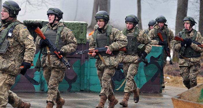Soldats ukrainiens à l'entraînement