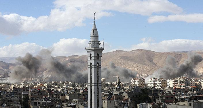 La fumée au-dessus de la Ghouta orientale, en Syrie