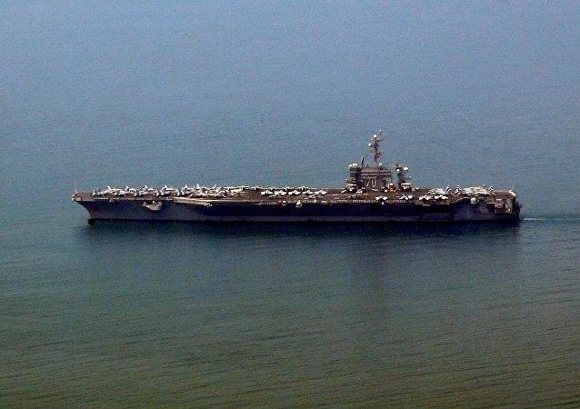 L'USS Carl Vinson arrive à Da Nang