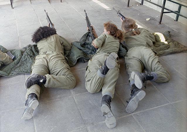 Jeunes femmes militaires israéliennes