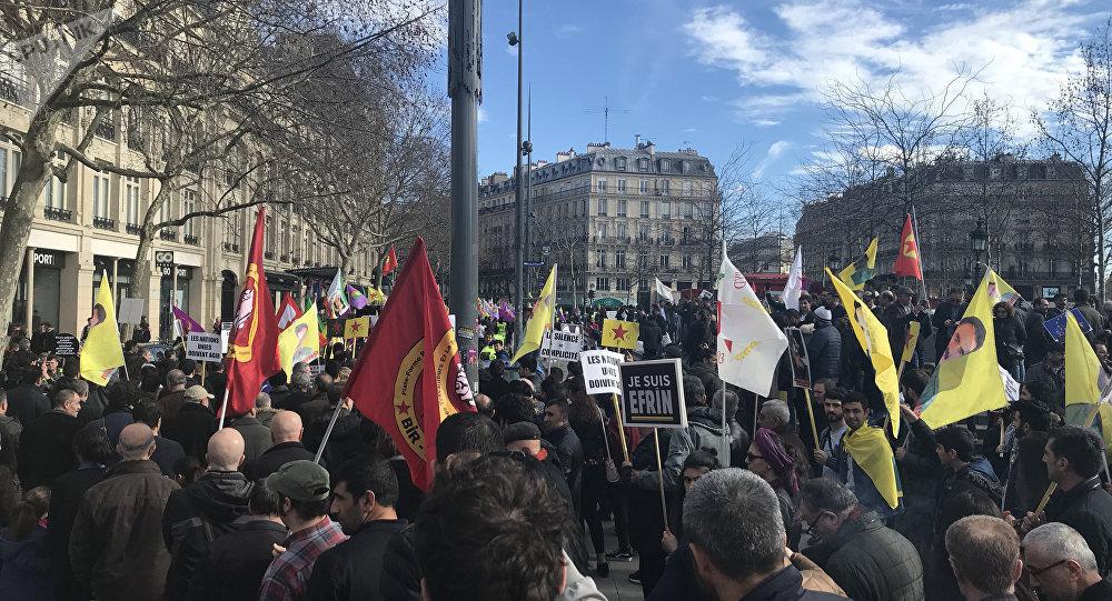 Une manifestation contre l'opération turque à Afrine organisée à Paris le 11 mars 2018