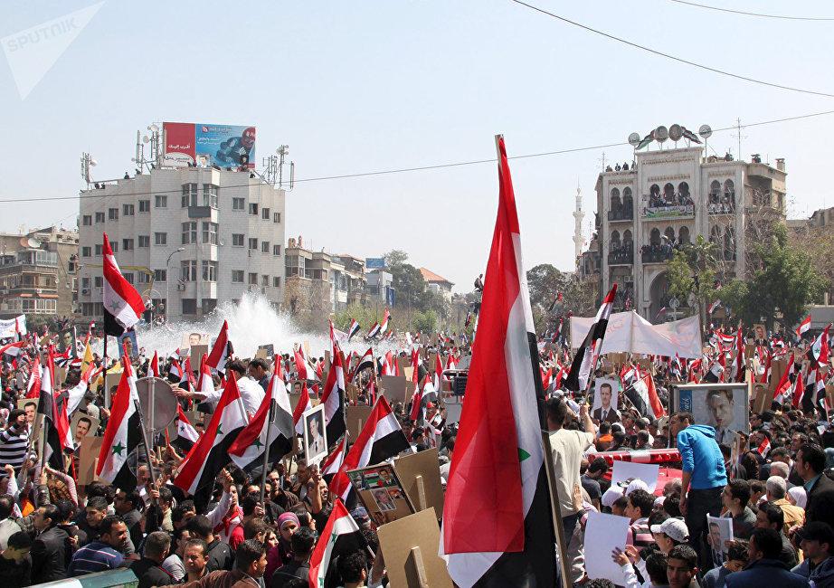 29 mars 2011. Une manifestation de soutien aux autorités au centre de Damas.