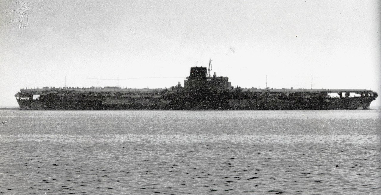 Photo du Shinano faite lors de ses essais en mer