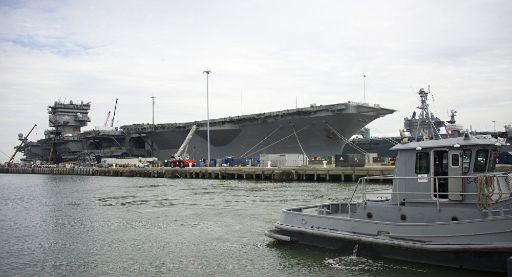 Le porte-avions USS Enterprise sur la base de Norfolk