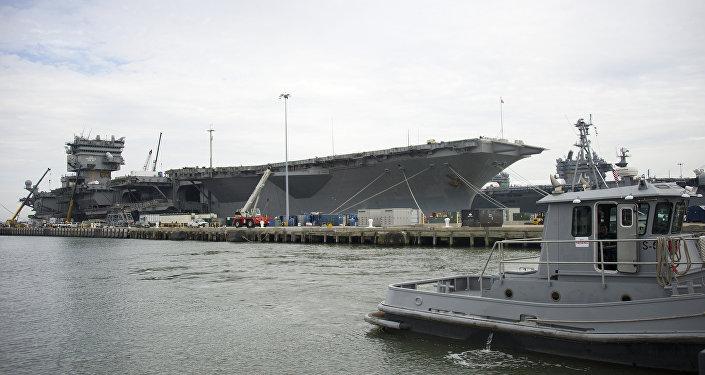 Le porte-avions USS Enterprise sur la base de Norfolk
