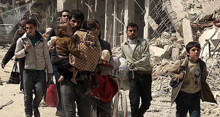 Des civils quittent la Ghouta orientale