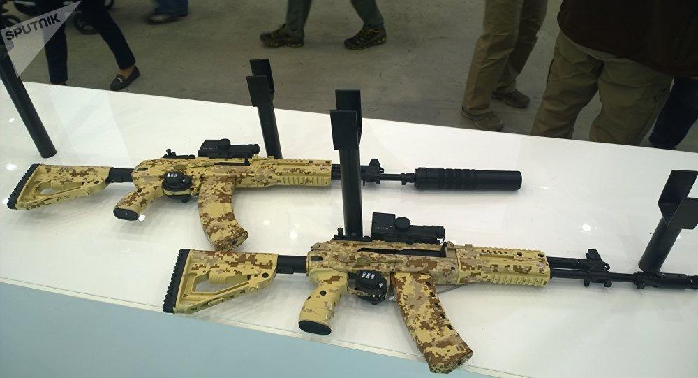 AK-15 et AK-12
