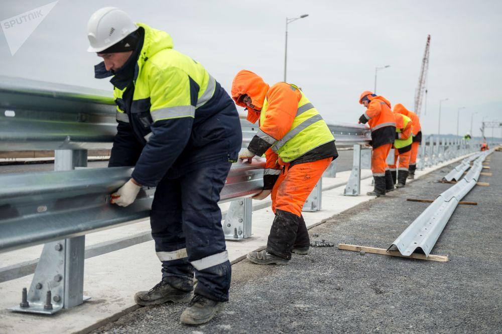 Le pont de Crimée sera mis en service six mois avant la date prévue