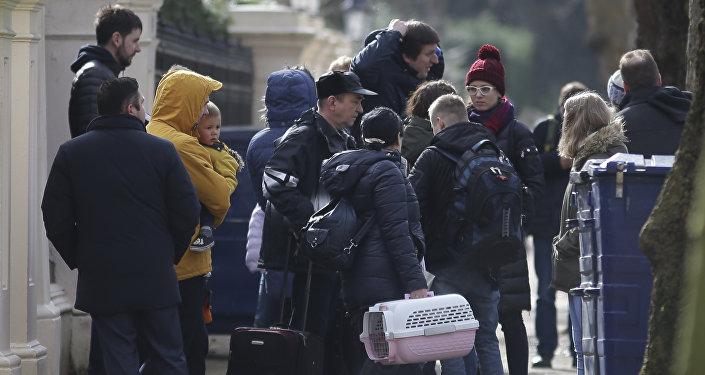 Les diplomates expulsés, Londre