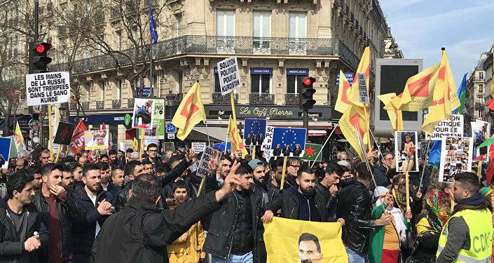 Manifestation en soutien aux Kurdes d'Afrine à Paris, le 24 mars 2018