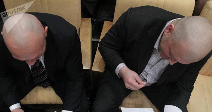 Adieu moustache et cheveux: les 1ères promesses de la présidentielle russe tenues. Image d'illustrution