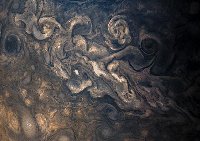 L'atmosphère orageuse de Jupiter, photographiée par JunoCam lors du huitième survol de la sonde.