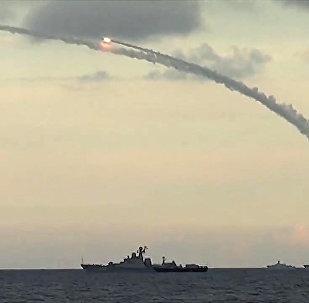 Des navires russes tirent des missiles Kalibr-NK contre des cibles terroristes en Syrie