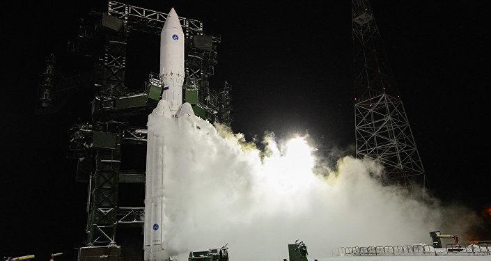 La fusée russe Angara-A5 est lancé pour le premier vol