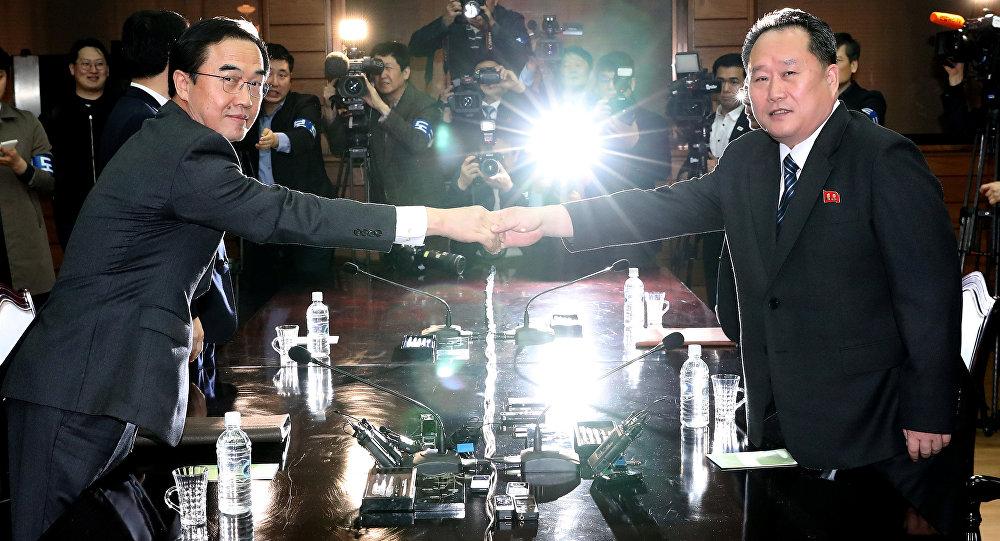 Cho Myoung-gyon et Ri Son Gwon