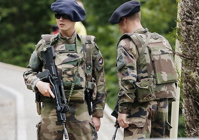 Soldats de l'armée française (image d'archive)