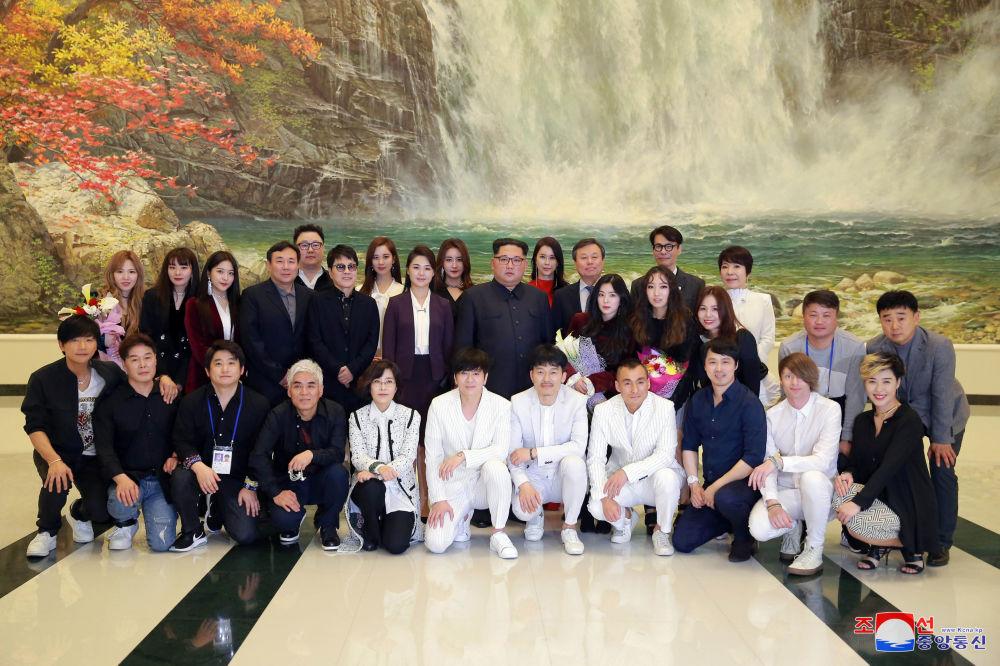Kim Jong-un au concert des musiciens sud-coréens de K-pop à Pyongyang