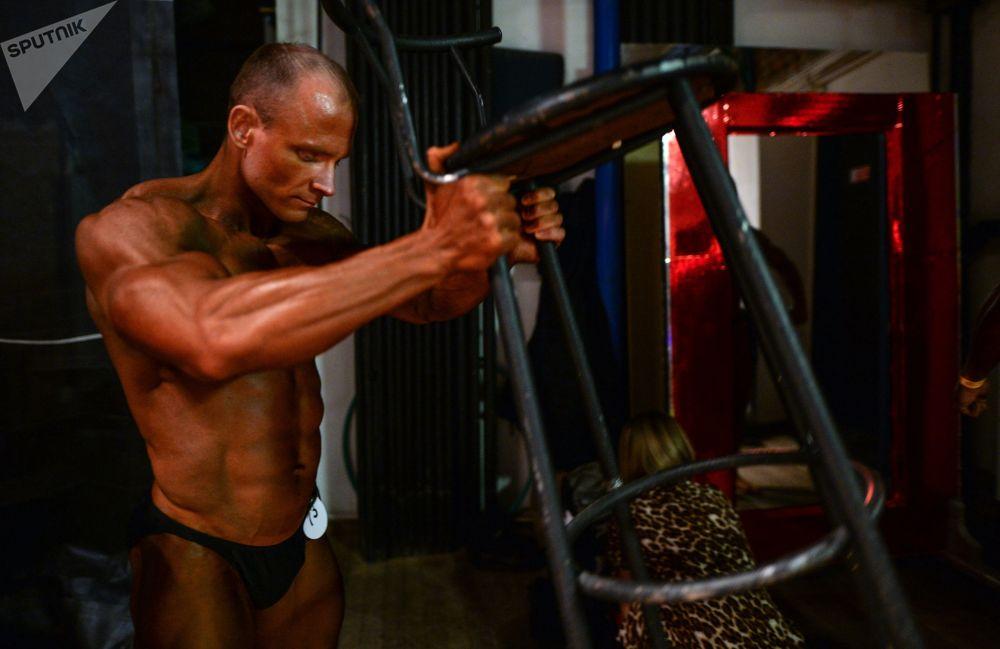 Muscles d'acier au championnat de bodybuilding de Sibérie
