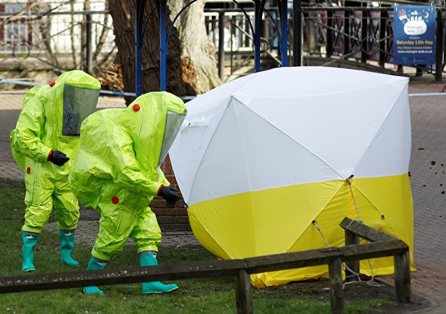 The forensic tent, covering the bench where Sergei Skripal and his daughter Yulia were found, is repositioned by officials in protective suits in the centre of Salisbury, Britain, March 8, 2018.