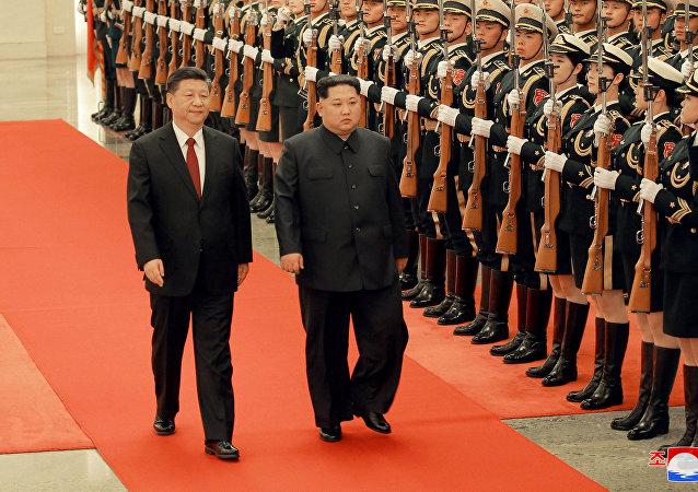 La visite du dirigeant nord-coréen Kim Jong-un à son homologue chinois Xi-Jinping, le lundi 26 mars
