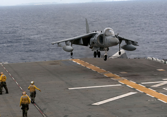 Un AV-8B Harrier se pose sur l'USS Essex  (image d'illustration)