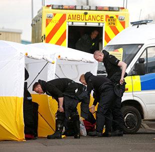 Des policiers sur les lieux d'empoisonnement des Skripal à Salisbury